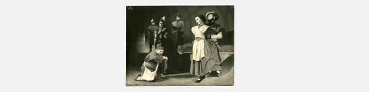 FOTO: Fanny Fischer, Jorge Lillo, Jorge Bordon, Roberto Parada y Mario Lorca en Fuenteovejuna. Ref: FD-0042 Colección de fotografías, Centro de Documentación de las Artes Escénicas, Municipal de Santiago.