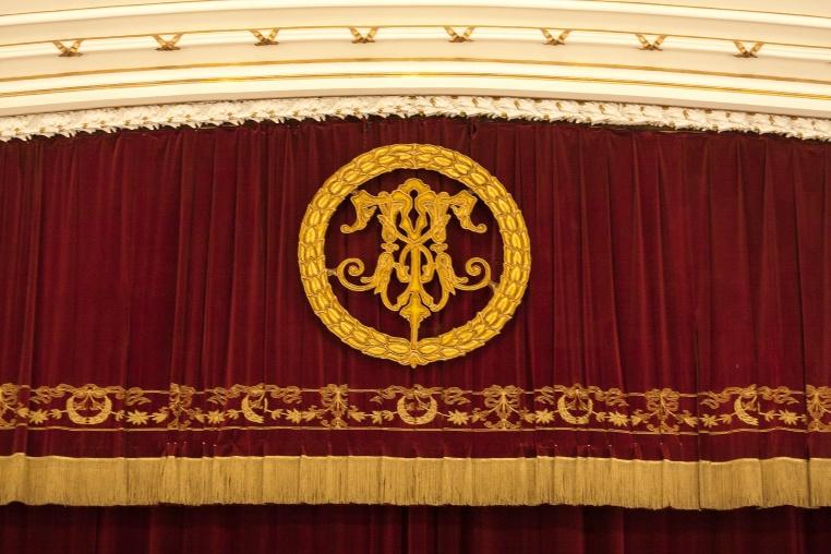 Telón actual del Teatro Municipal de Santiago