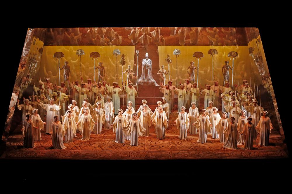 El Coro del Municipal de Santiago en Aída